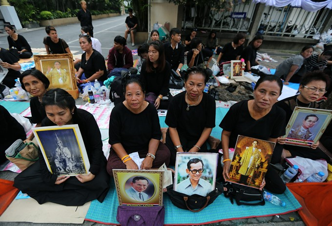 Black-clad Thais mourn king as nation holds Buddhist rites