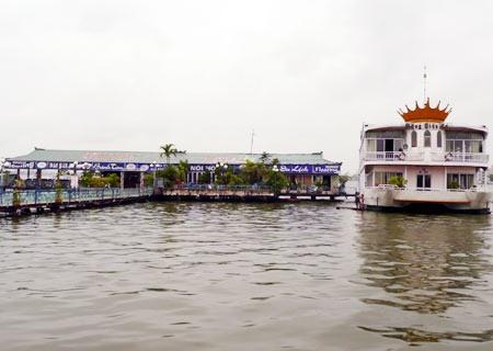 HN halts operations of West Lake floating houses