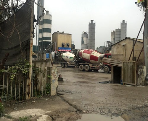 Police crack down on illegal concrete mixing plants