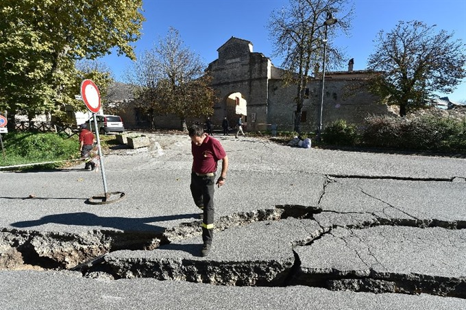 New Italy quake sows terror flattens historic church