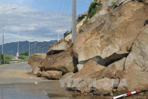 Landslide disrupts Ninh Thuận coastal road