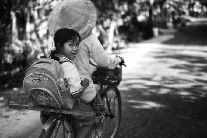French photographer helps VNs disadvantaged children