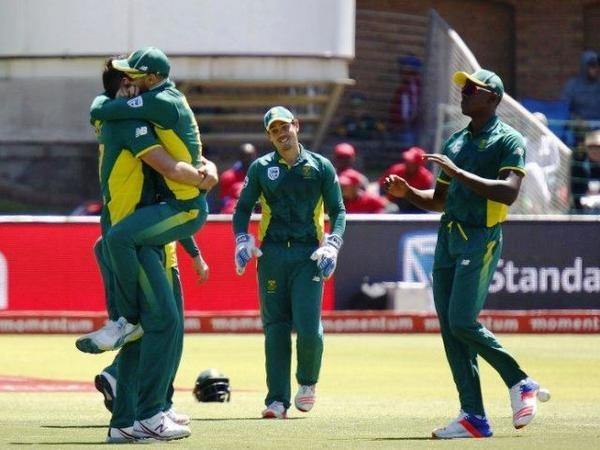 Australia fall to South Africas back-up bowlers