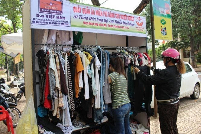 Free clothing stand a boon to cash-strapped families in Buon Me Thuot