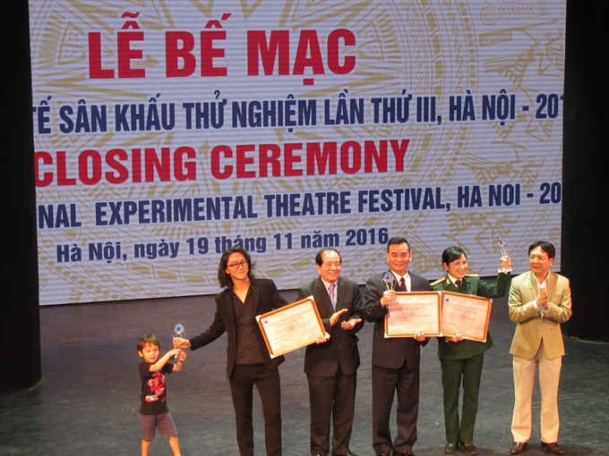 Outstanding plays honoured at International Experimental Theatre Festival