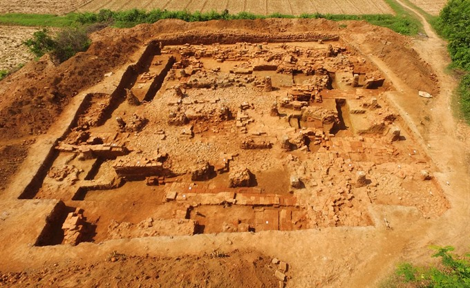 More architecture relics unearthed in Cha citadel