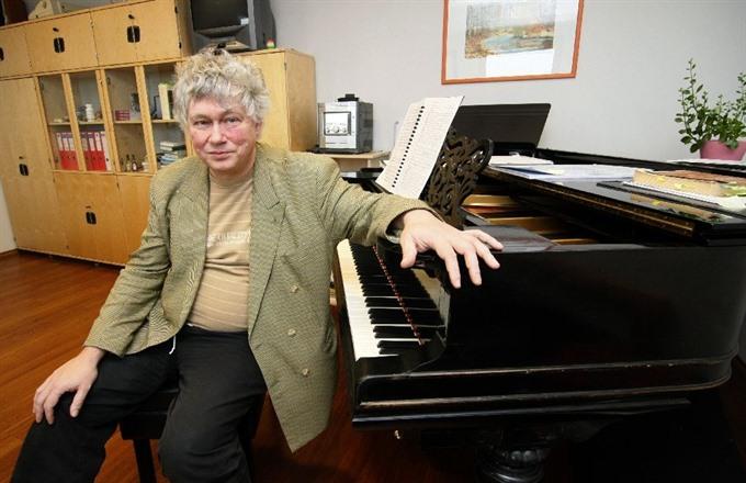 Hungarian piano virtuoso Zoltan Kocsis dies aged 64