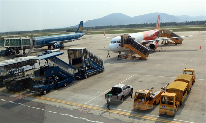 Airliners fight service fee hike