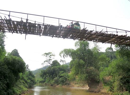 Rickety bridges endanger northern residents