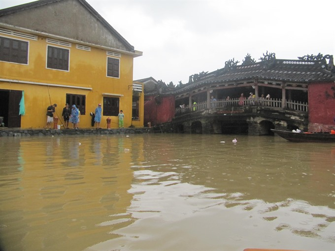 Flooding limits travel in Hội An
