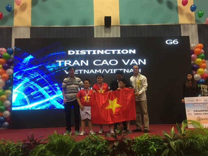 VN students win 2 top prizes at Intl Robothon