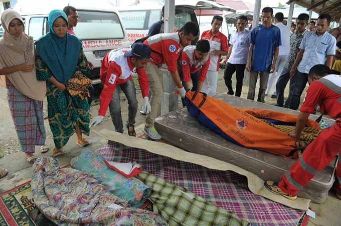 52 dead scores injured in Indonesian quake: official