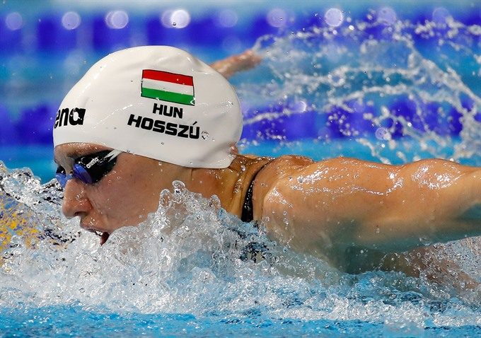 Hosszu launches short course worlds with a bang