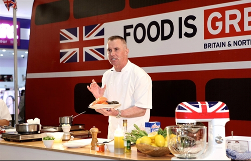 Michelin star chef Gary Rhodes cooks up in VN as UK Culinary Ambassador