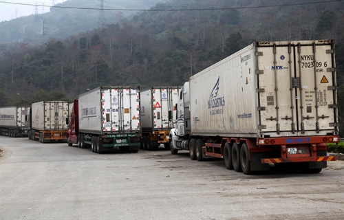 Hundreds of containers stuck at border gate