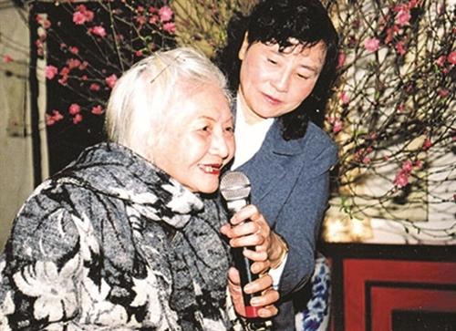 Writers celebrate poet Ngân Giang
