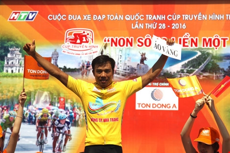 Tài wins yellow jersey at Cup