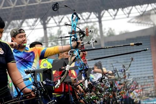 Cương wins gold sets record at Natl Archery Championships