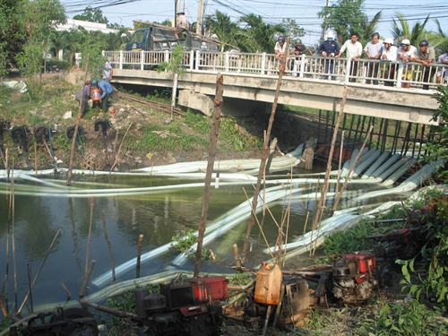 Mekong provinces help locals fight drought