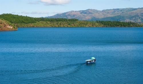 Lake as big as an ocean in Pleiku offers best of both worlds to visitors