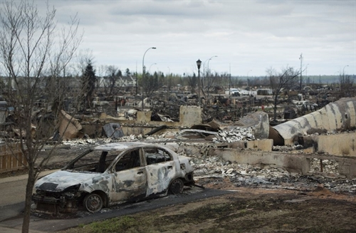 Reduced fire threat but still no return for Canada evacuees