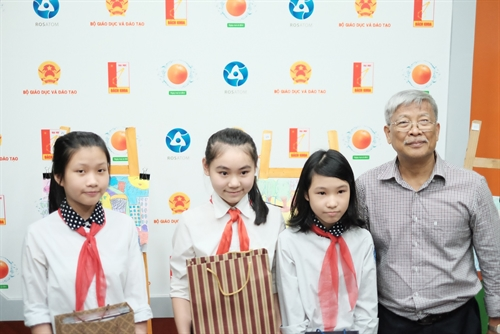 VN nuclear energy drawing prizes given