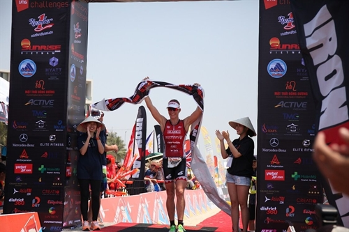 Steffen triumphs at Ironman 70.3