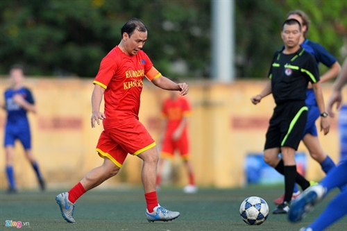 Diplomats face off in friendly football match