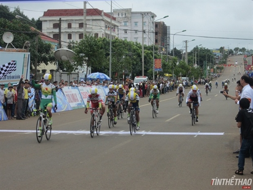 Thật wins first stage of national womens cycling tournament