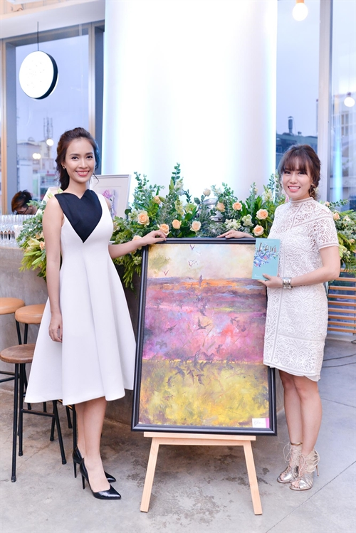 VN lawyer sells her paintings to raise money for charity