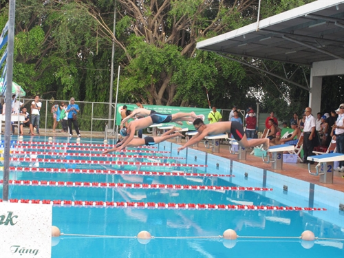 HCMC win four golds at swimming champs