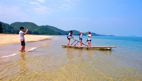 Pretending to be Robinson Crusoe on Cái Chiên Island