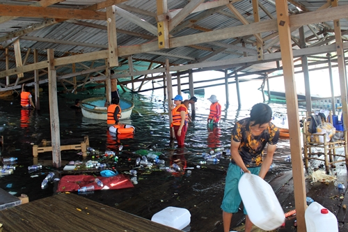 Two died in floating restaurant accident
