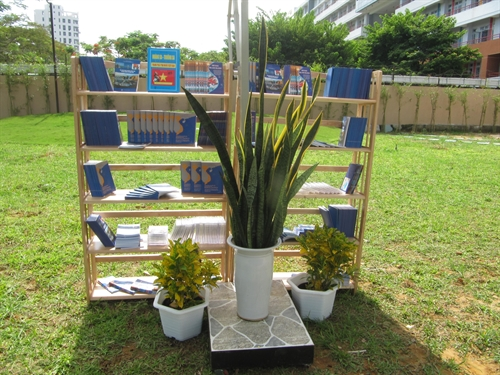 Đà Nẵng college launches open-air outdoor library