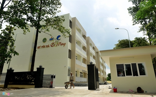 Businessman builds new dorm pays room  board for poor students