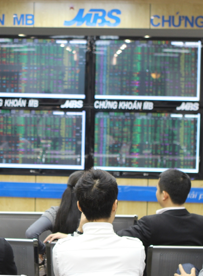 VN stocks end with mixed results