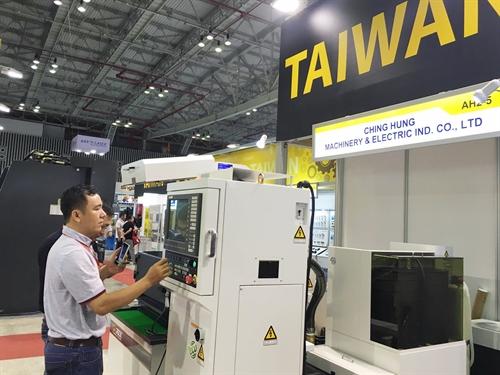 Major machine expo opens in HCM City