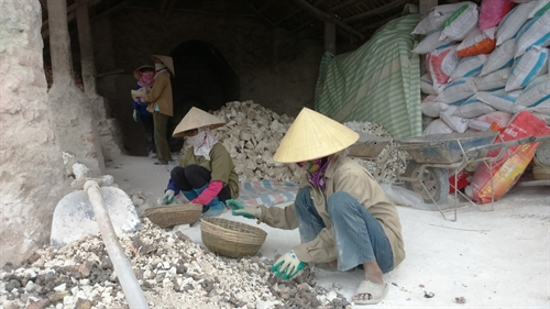Lime kiln workers face hardship