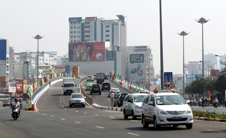 HCM City to build ten more flyover systems