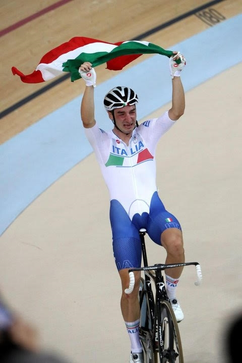Viviani wins gold despite crash