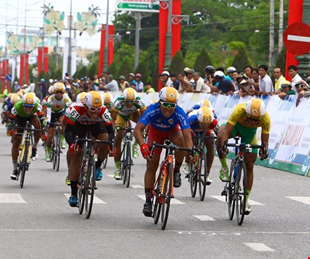 Duẩn wins fifth stage of cycling event