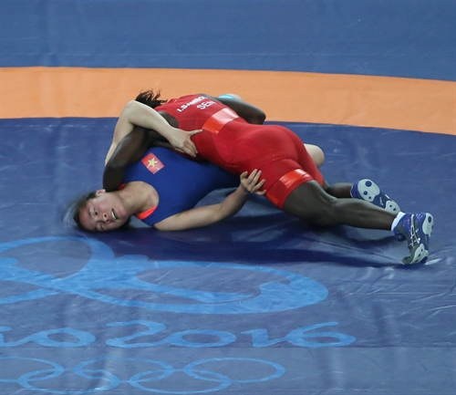 Wrestler Lụa suffers first round loss in Olympics