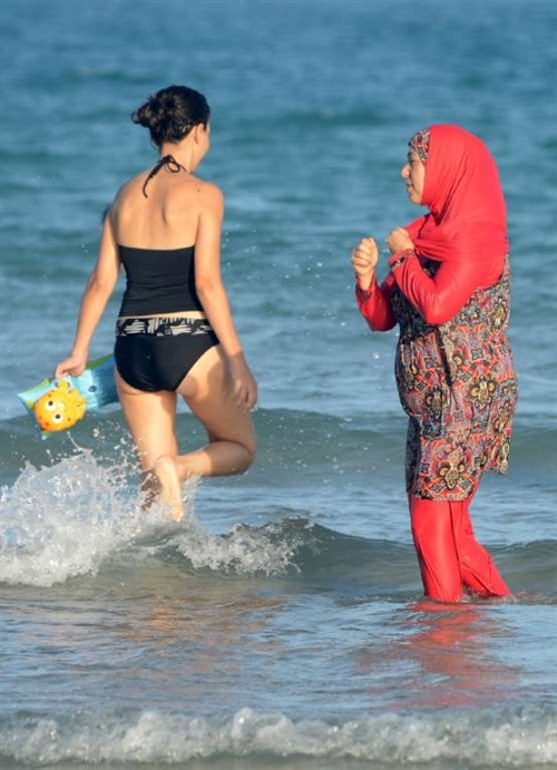 Tribunal confirms French resorts burkini ban