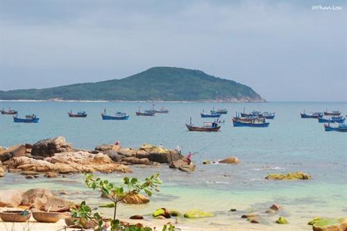 Mái Nhà Island a tourist attraction in Phú Yên