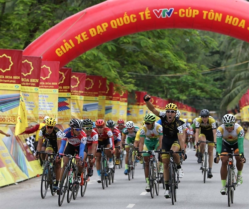 Thai teams cyclist wins 8th stage of Tôn Hoa Sen Cup