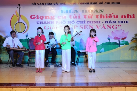 Childrens festival shines spotlight on tài tử music
