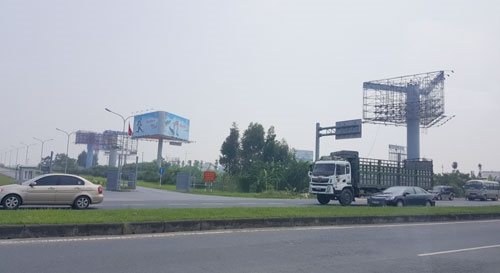 Hà Nội to remove all illegal billboards