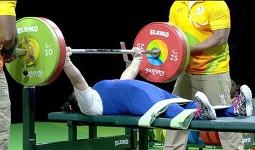 Phượng wins bronze in Paralympic powerlifting