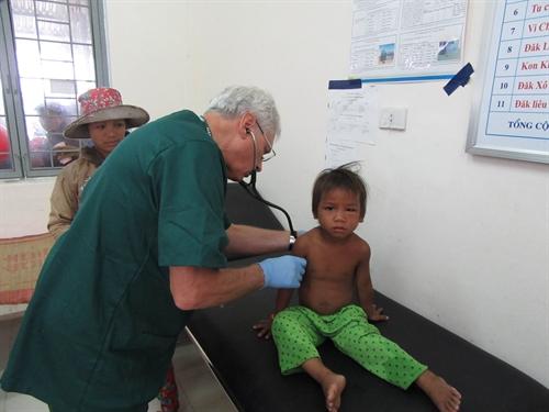 Doctors embassy bring health care to Kon Tum
