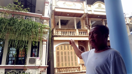 Tilting house to be demolished